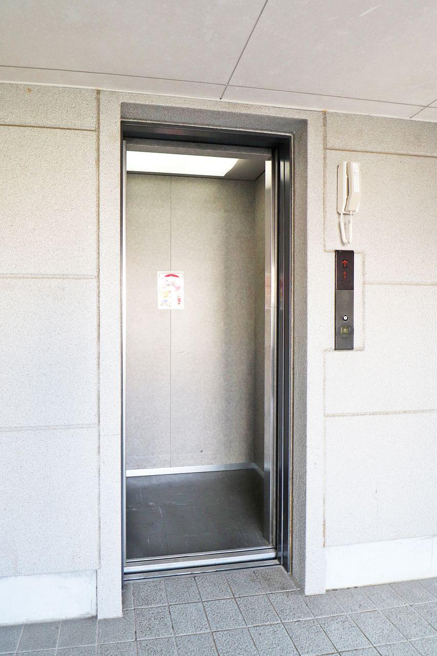 エレベーター付きなので、荷物がいっぱいあっても上り下りが楽に行えます。