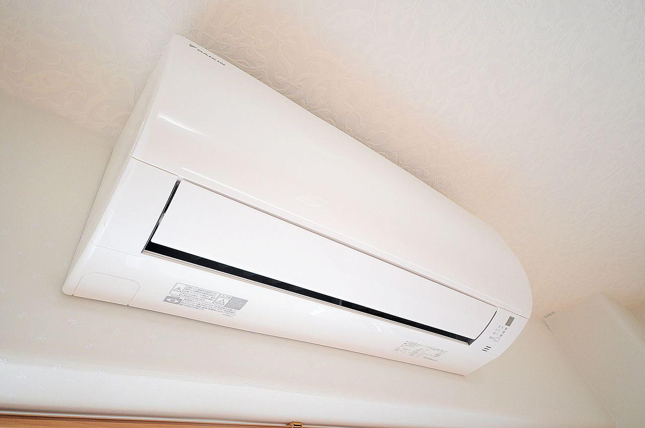 暑い夏も寒い冬も快適にすごせるよう、エアコンが設置されています♪