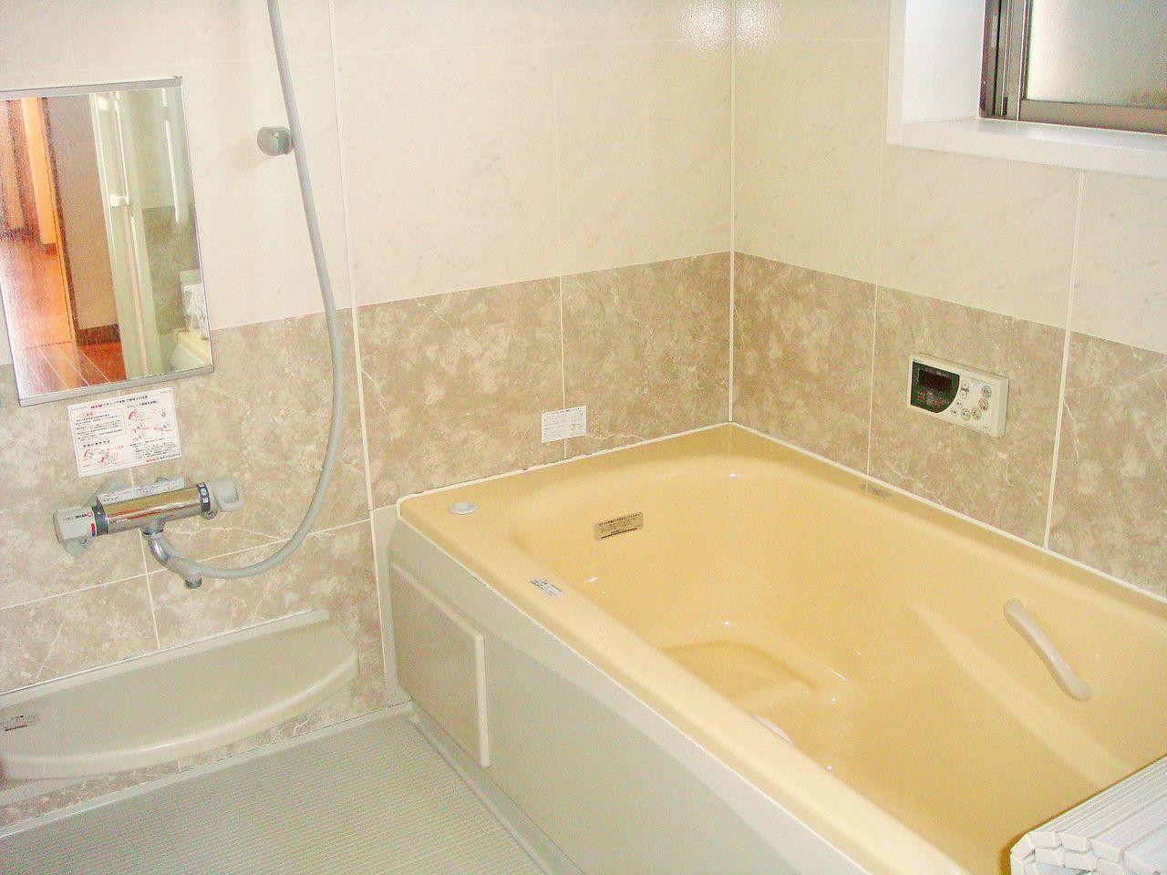 広々とした浴室はゆったりと足をのばして日頃の疲れを癒せます。