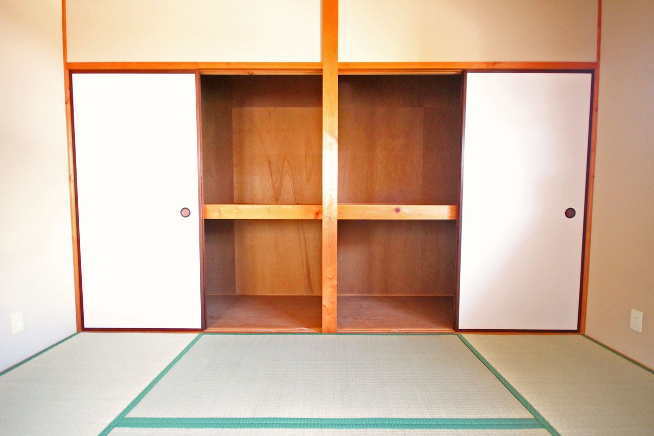 各居室に収納や押入がある為、荷物が多い方でもご満足頂けるでしょう。