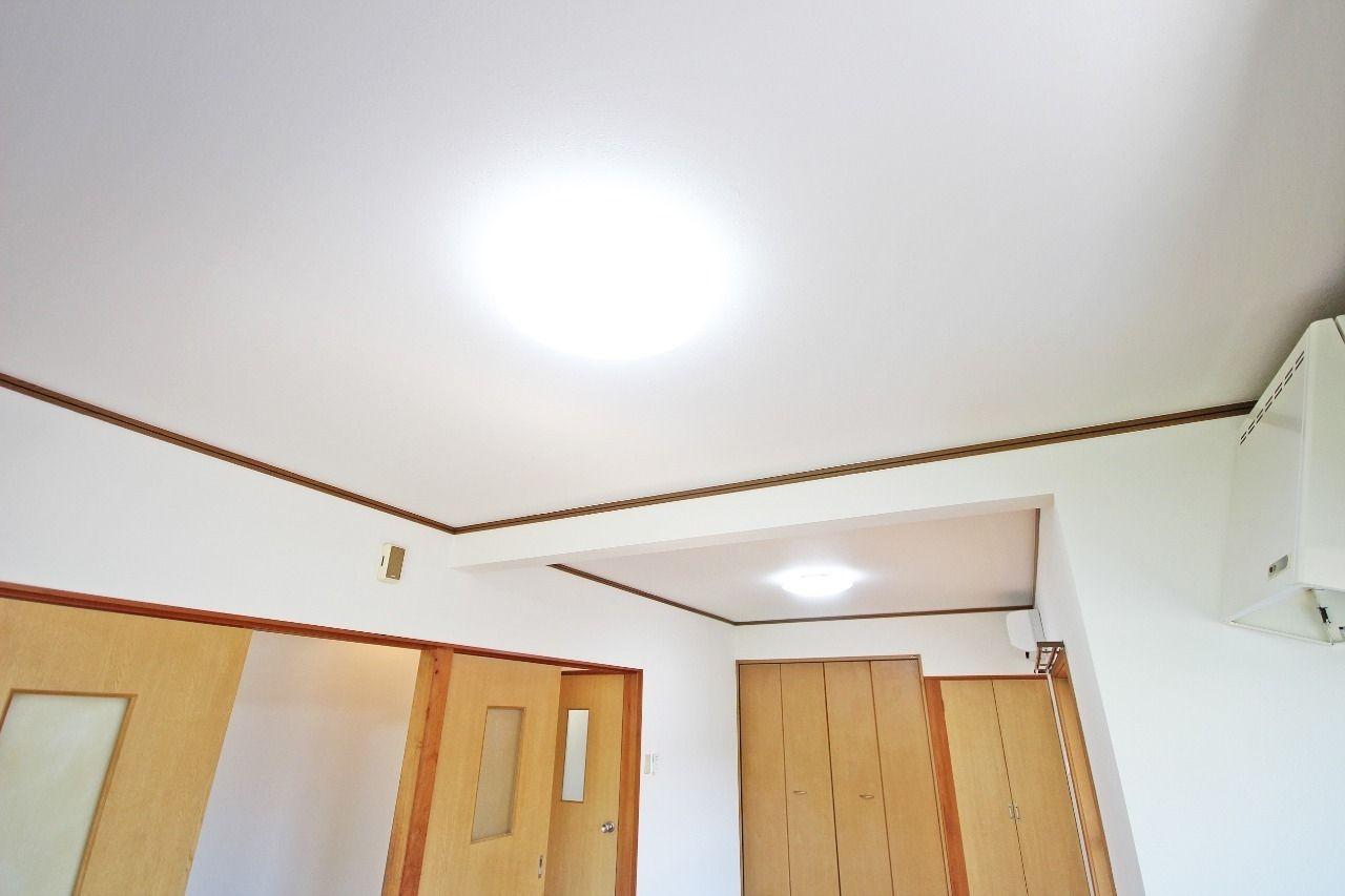 LDK・洋室・和室に付いている照明は全てLED照明です。入居中の電球交換はおそらく不要です。
