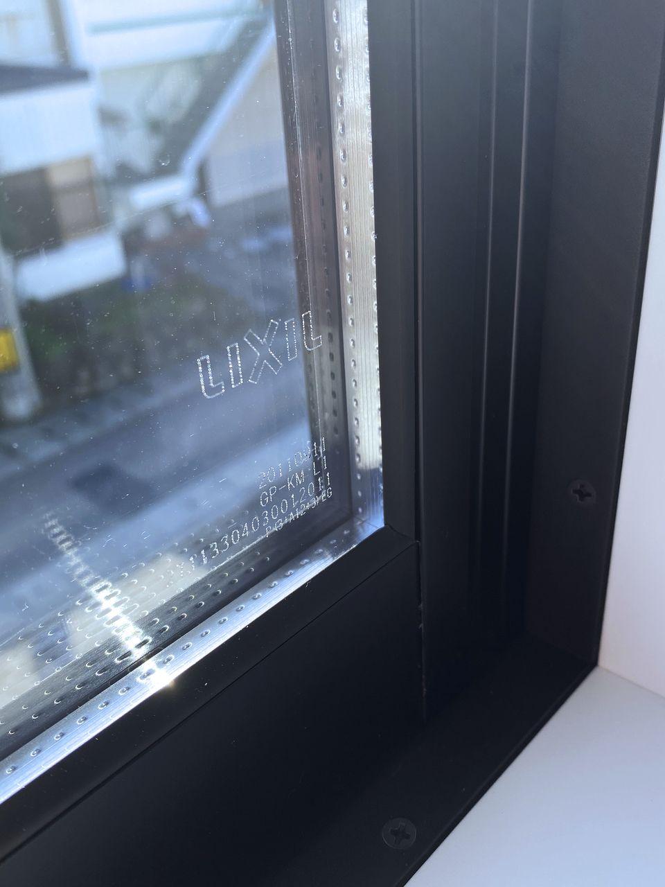 LIXILのペアガラス。断熱性、防音性を高めています。