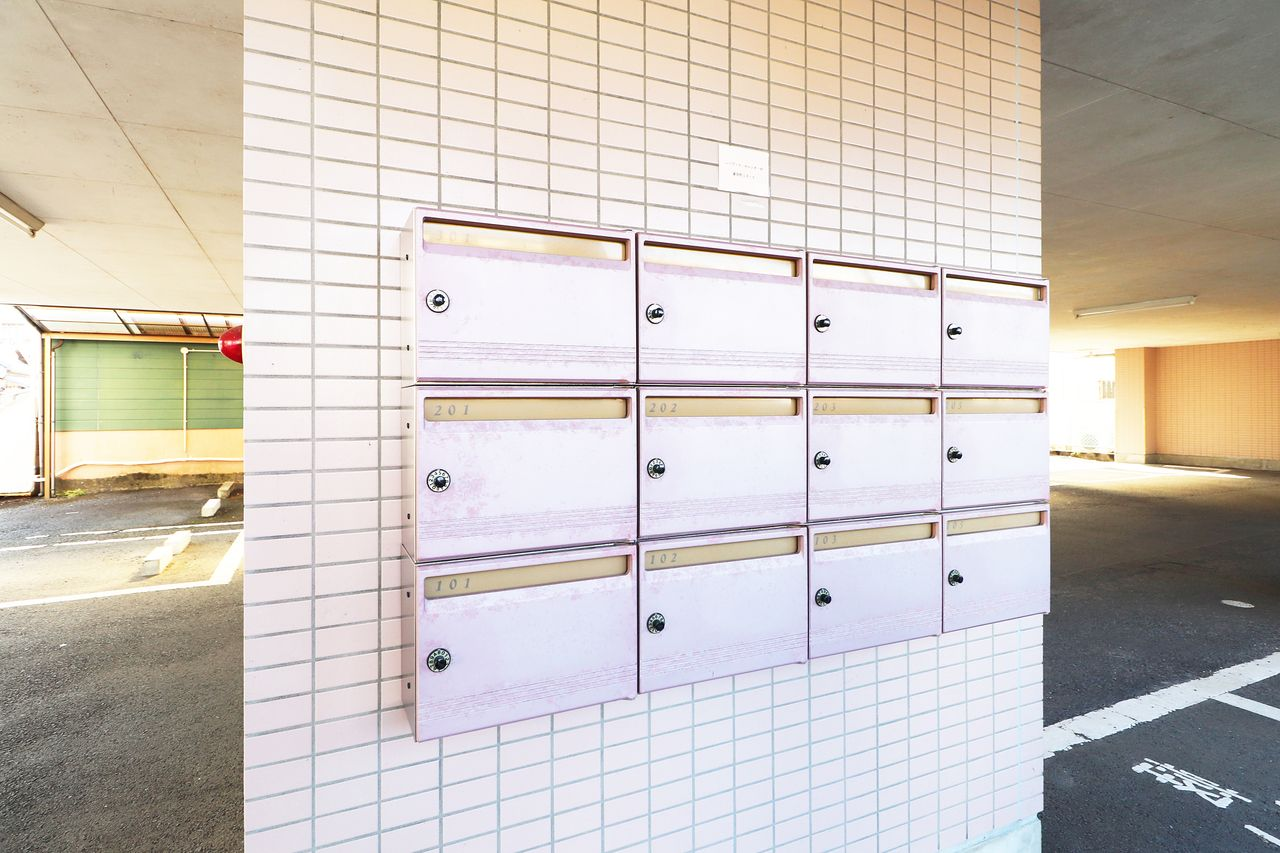 ダイヤル錠付きの集合ポスト。大切な郵便物を守ってくれます。