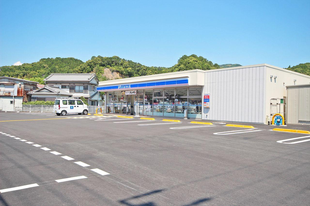 ローソン四万十具同店までなんと徒歩約2分!近くにあるとかなり便利ですよね。