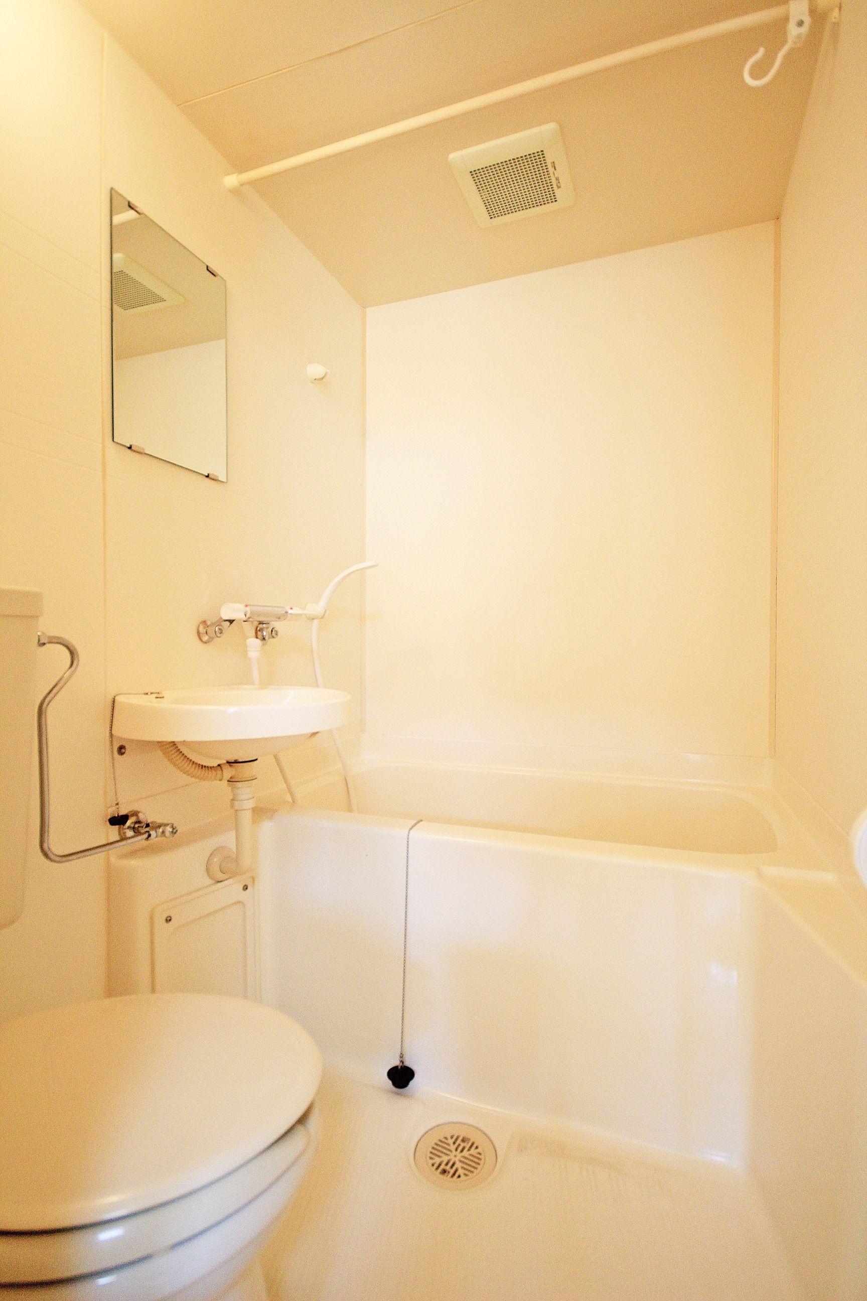 「バス・トイレ別じゃないと…」って方も多いですが、トイレを丸洗いできて常に清潔です!