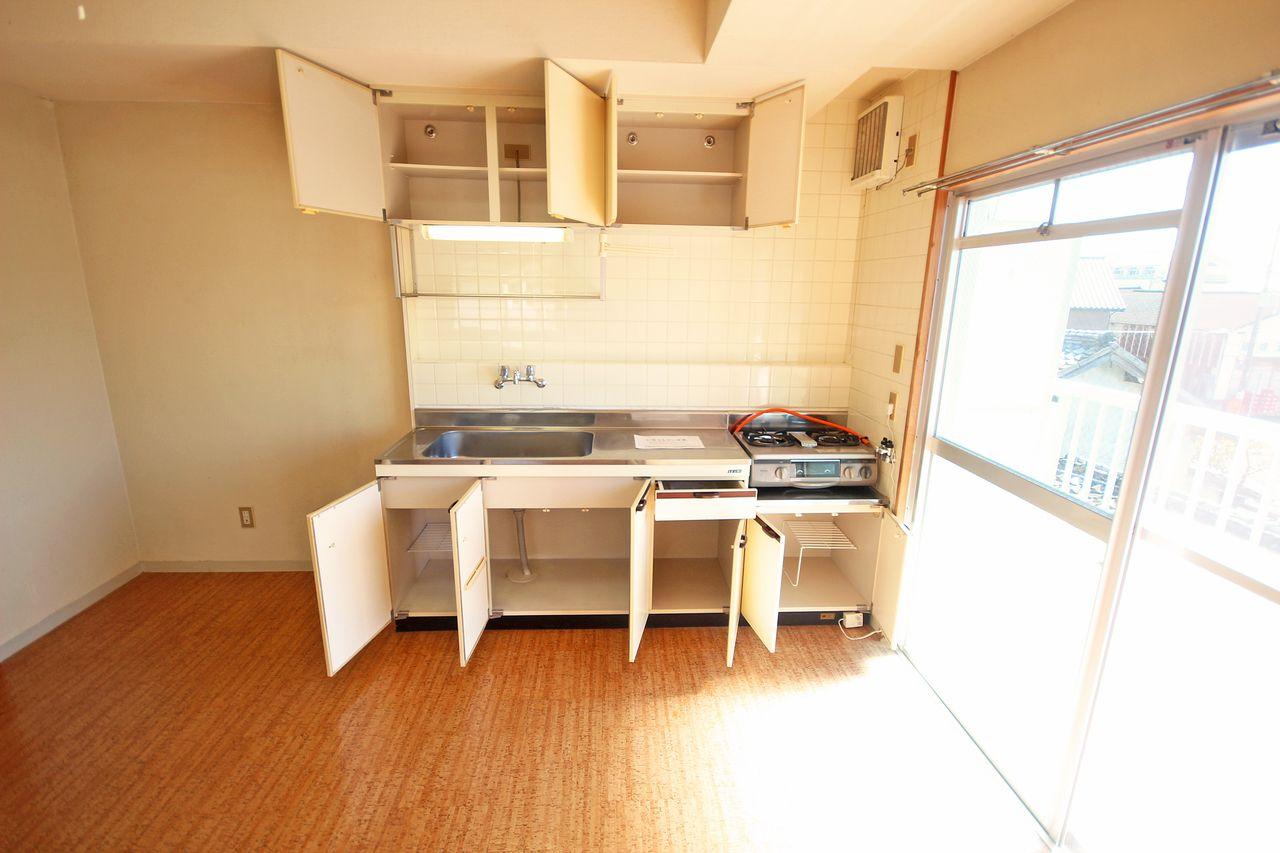 収納力のあるキッチン。調理器具もたくさん収納できます。