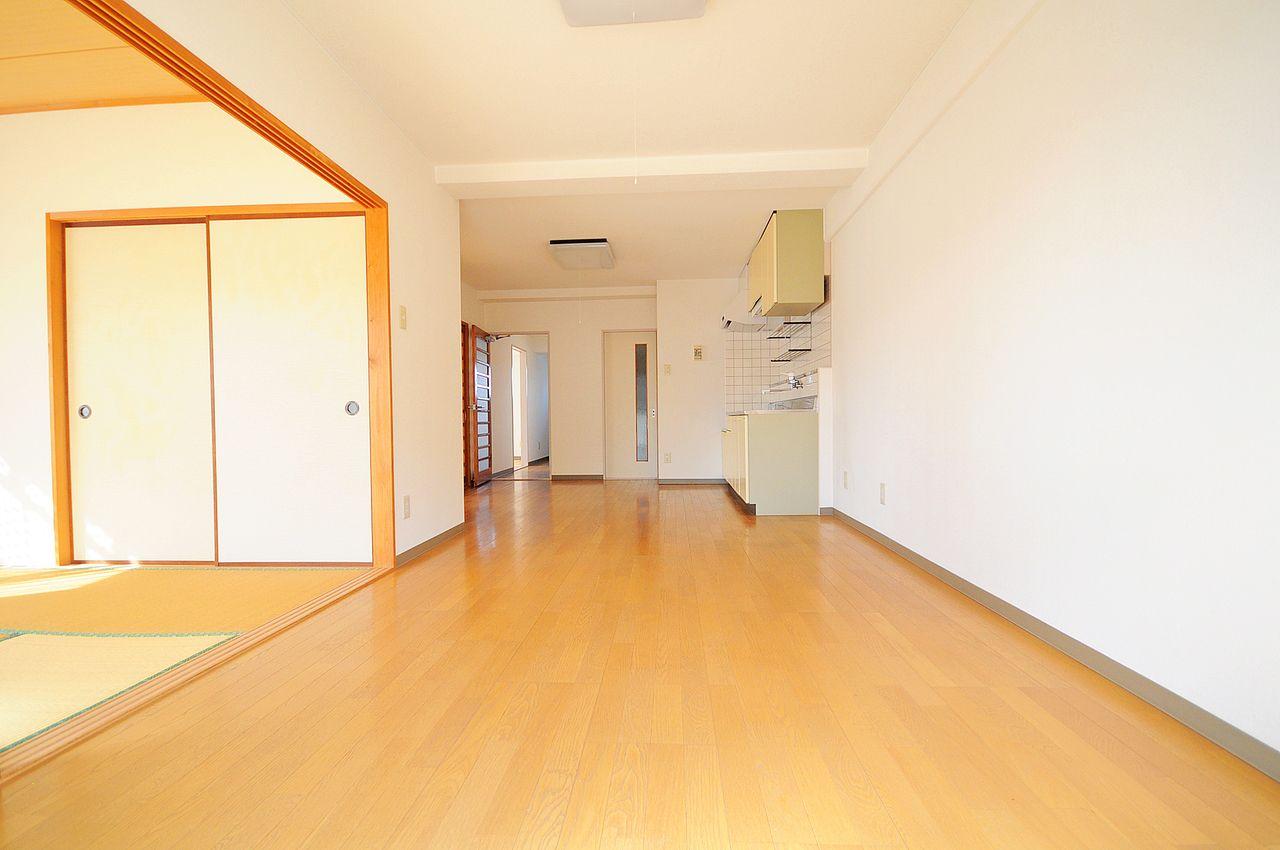 14畳の広々としたLDKは、家具のレイアウトを楽しめそうですね。