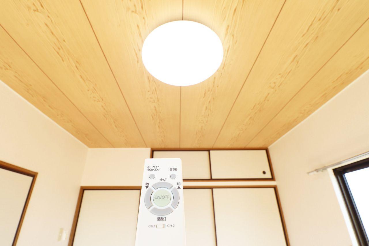 リモコンひとつでピピっと明るさを調整できる便利な設備です。