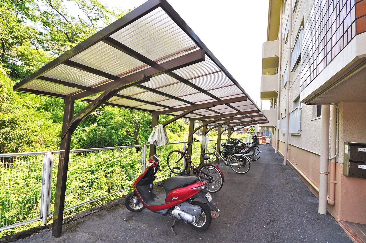 自転車も大切な交通手段。雨による錆などから守ってくれます。