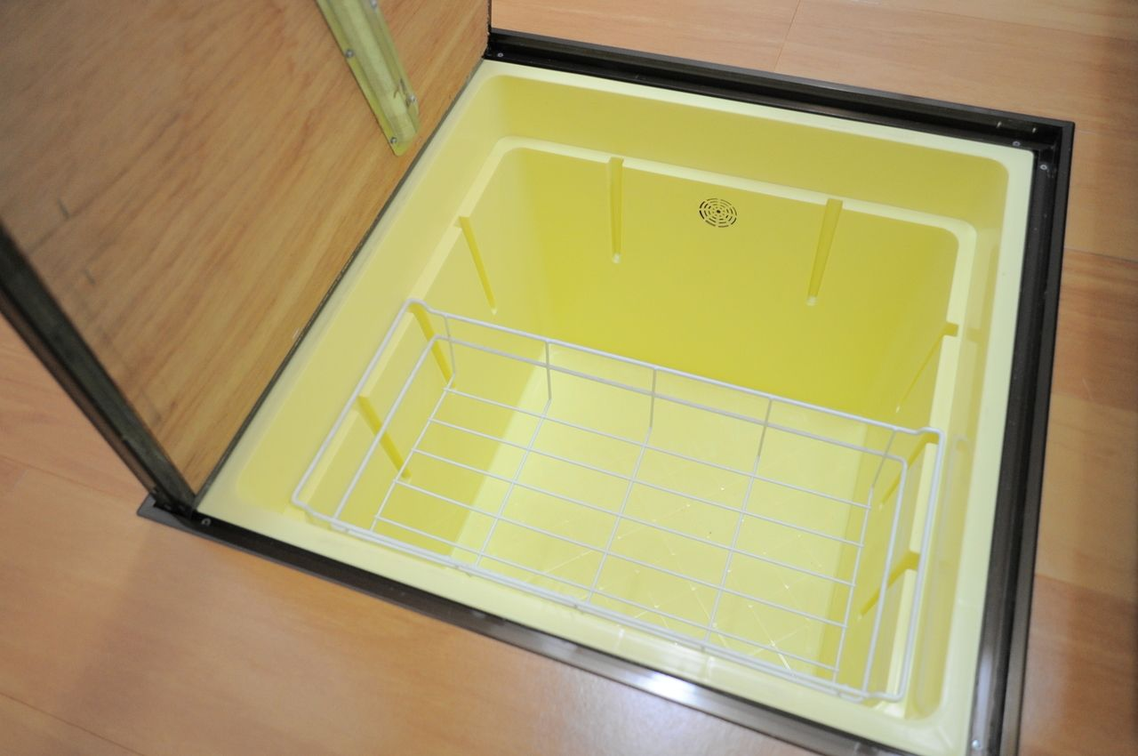 床下収納付きです!食品であれば乾物や缶詰、瓶詰などを収納してください♪多少の気温差があっても保存に問題ない物をしまうことをおすすめします。