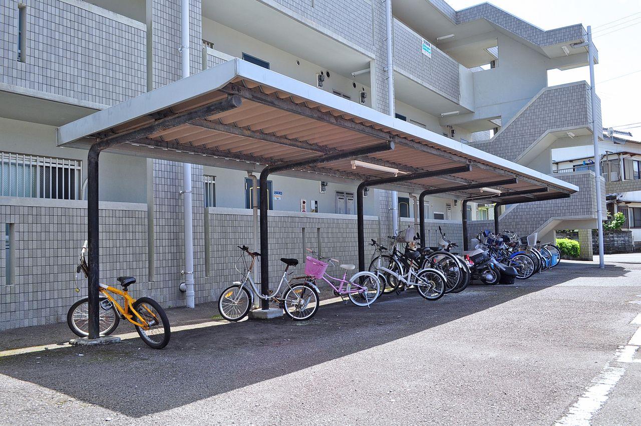 自転車も大切な交通手段のひとつ。雨によるサビなどから守ってくれます。