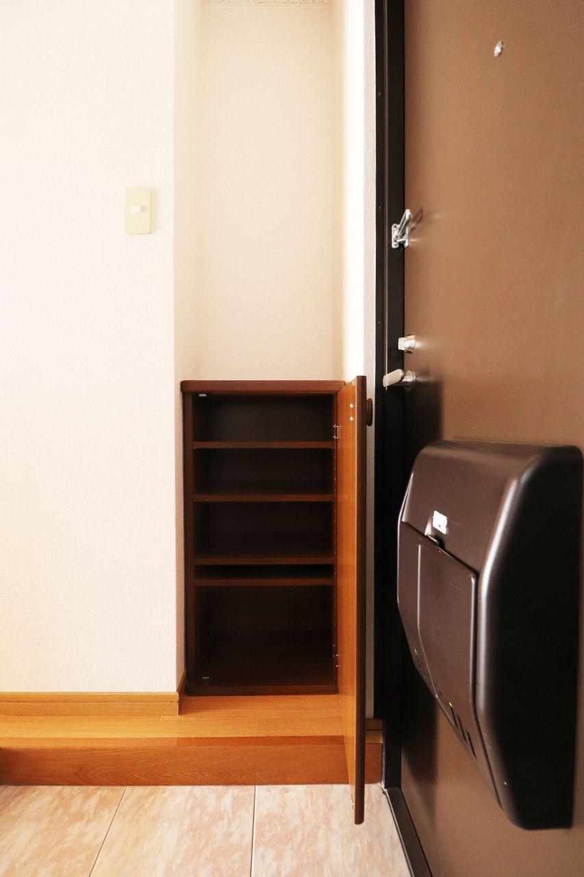 おひとり暮らしにぴったりサイズのシューズボックスがあります。これで玄関もスッキリ♪