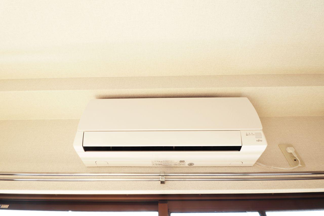 洋室にはエアコンがあります。寒い冬も暑い夏も快適に過ごせますね♪
