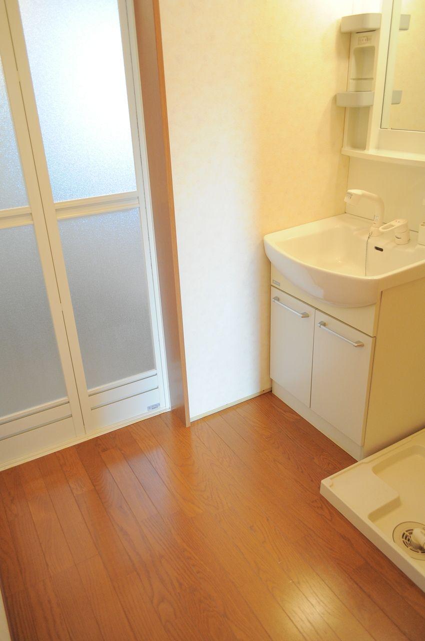 浴室・洗面台・洗濯機置場が2階にあります。バルコニーが2階なので家事の導線も◎