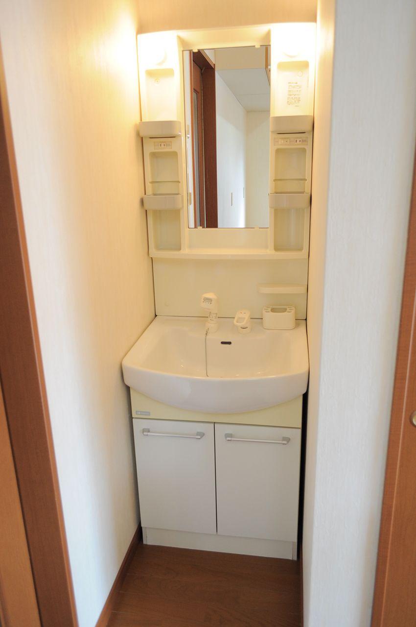 1階にも2階にも洗面台があります。朝の準備で込み合う時間もこれで解決♪