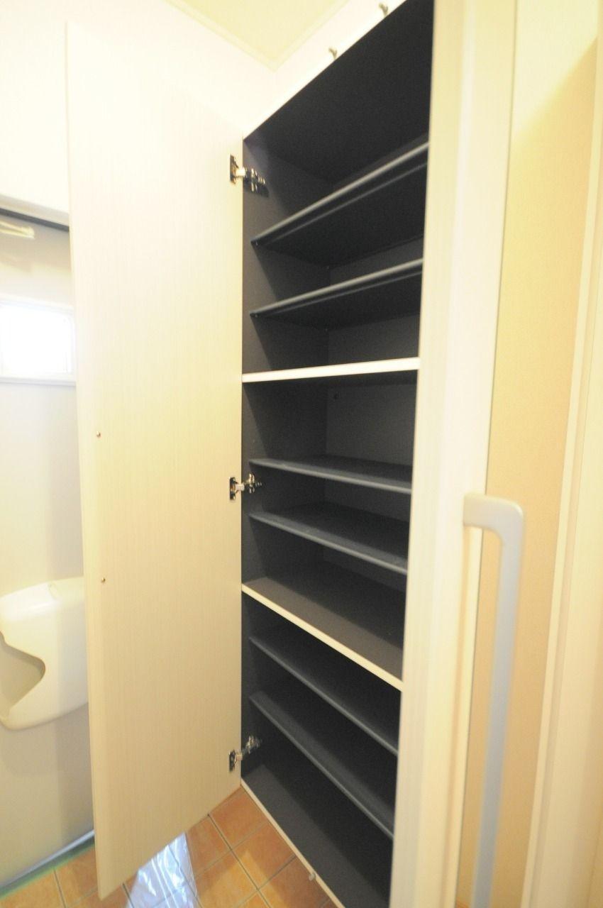 靴好きさん必須の大容量シューズボックス!玄関もごちゃごちゃしません。