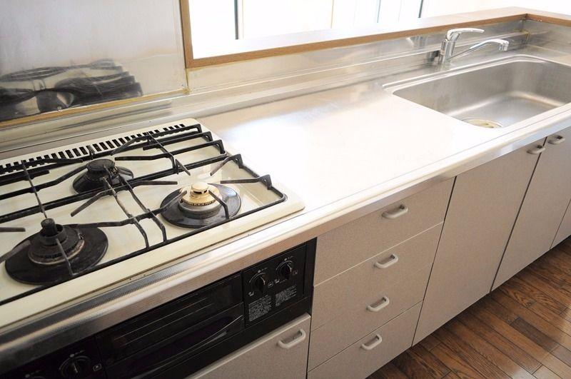 広々としたLDKにはカウンターキッチンが・・・3口コンロなのでいろんなお料理が楽しめます。