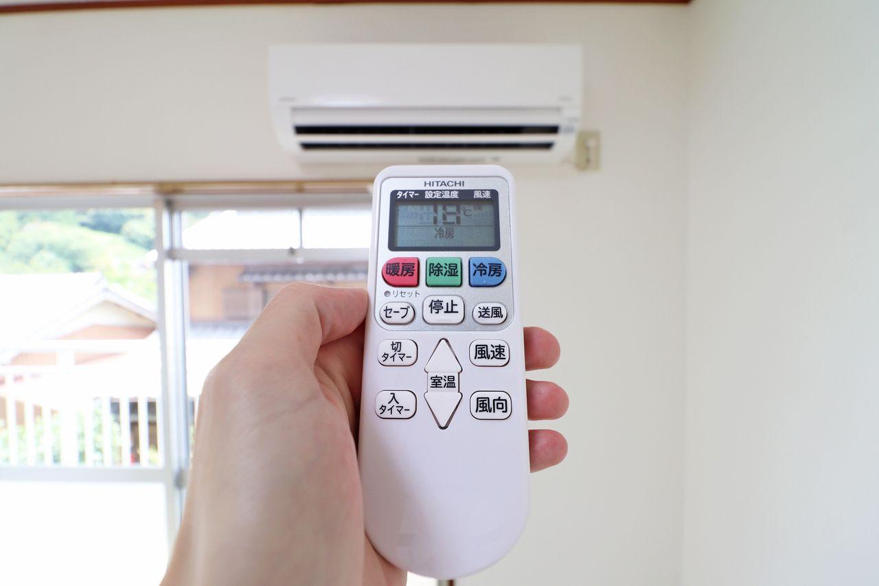 南西側和室にはエアコンが備わっています。暑い日、寒い日、これがないと快適に過ごせない必須設備。
