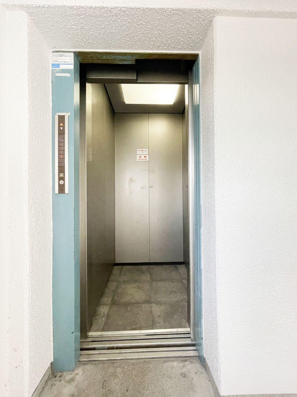 4階まではエレベーターで♪重たい荷物があってもラクラクです♪