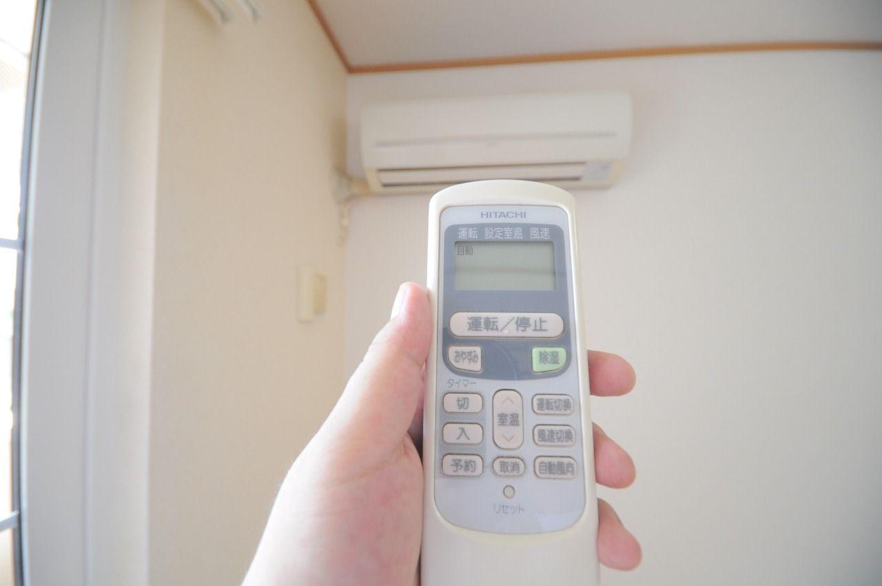 エアコンはLDKに1台、洋室に1台付いています。室内の空調御管理もバッチリです。