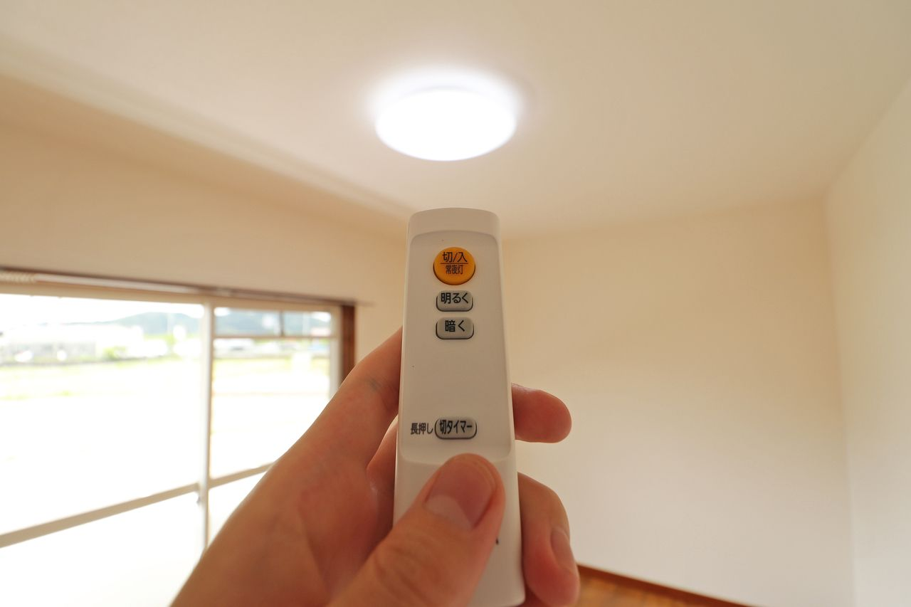 お部屋のLED照明に交換済み。耐用年数が長く、消費電力も少ない優れものです。