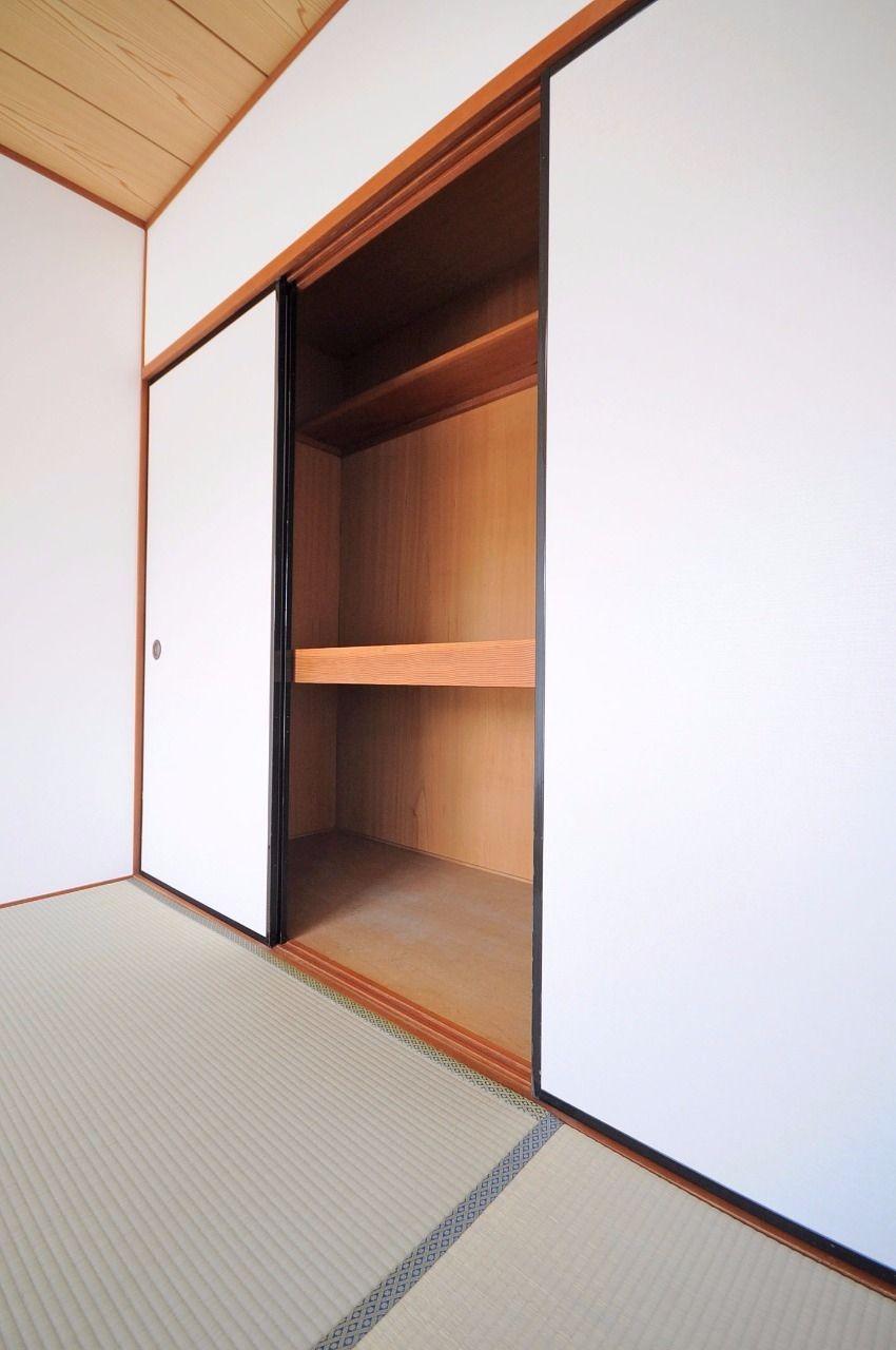 和室2部屋には、大容量の押入れがあります。布団や洋服、日用品なドンドン収納しちゃってください♪