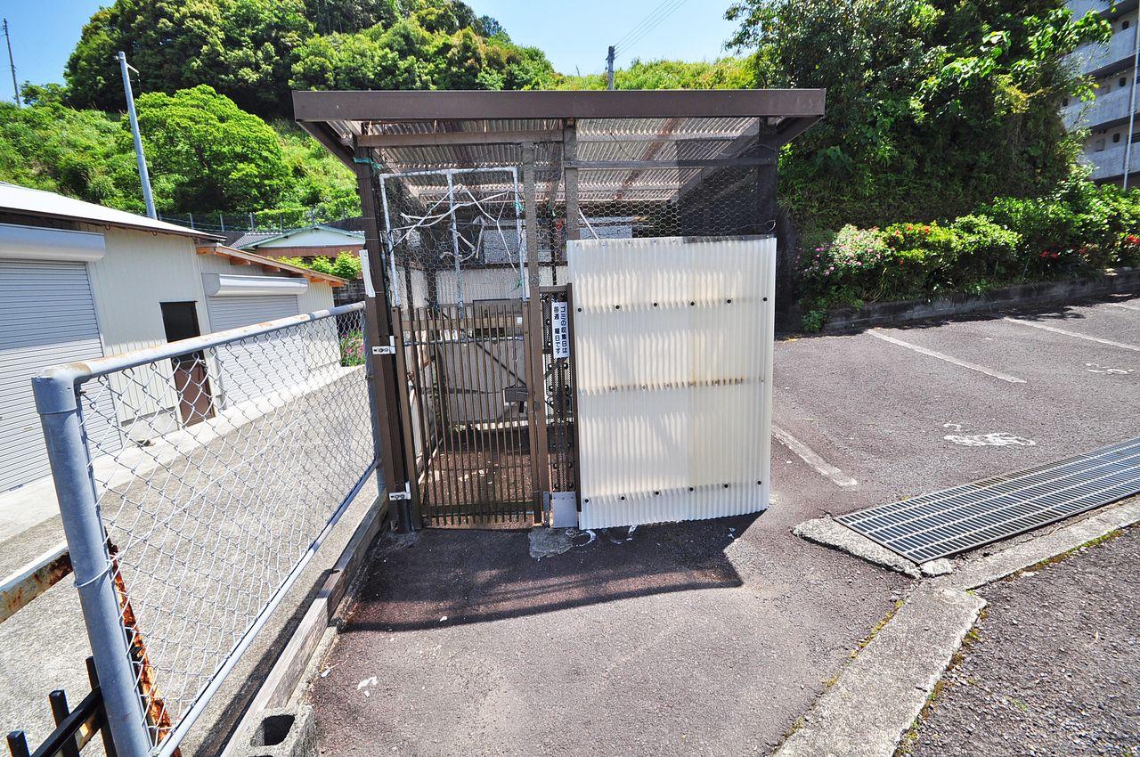 24時間ゴミ出し可能なゴミステーションが敷地内にあります。朝のゴミ出しは誰の仕事ですか?