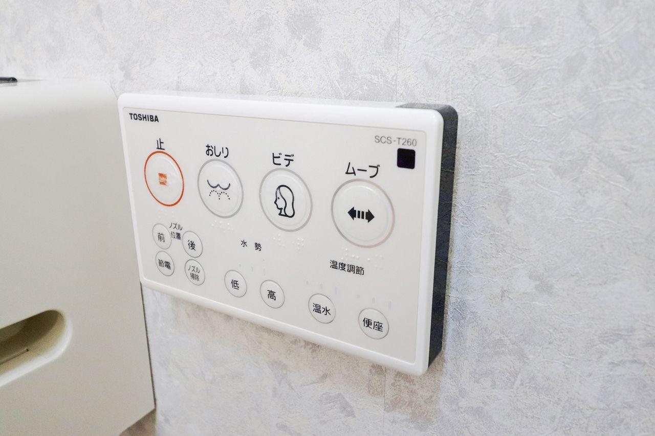 人気のウォシュレット付きトイレ。リモコンが壁付きなので操作がしやすいです♪