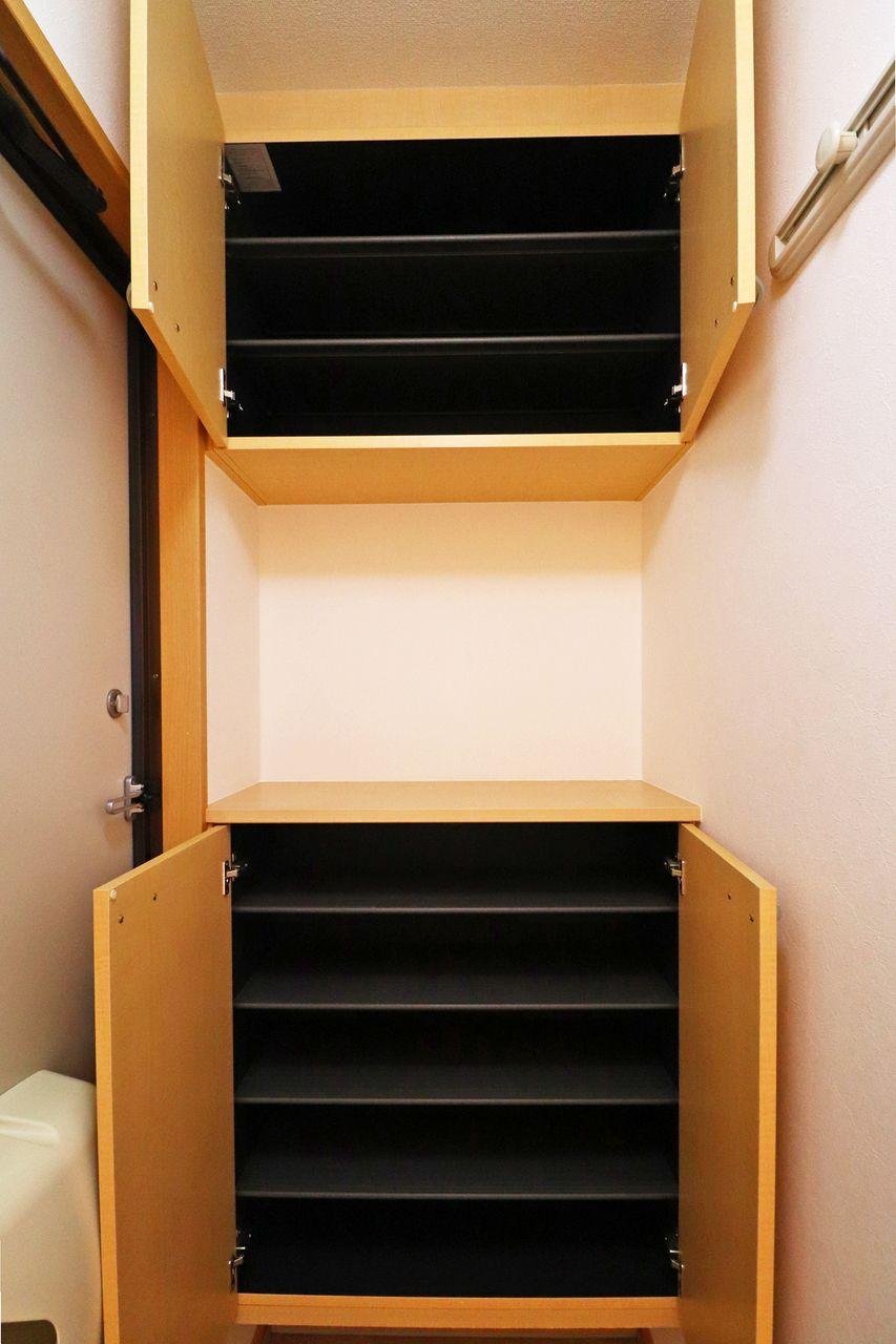使用頻度によって、使い分けのできる下駄箱。3~4人家族サイズ。