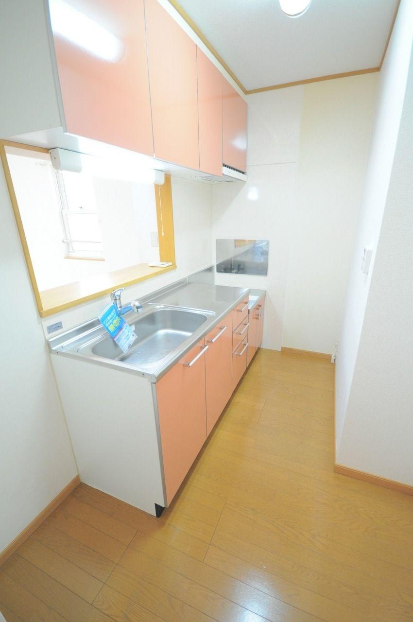 人気の高いカウンターキッチンです。冷蔵庫や食器棚もスマートに配置できますよ!