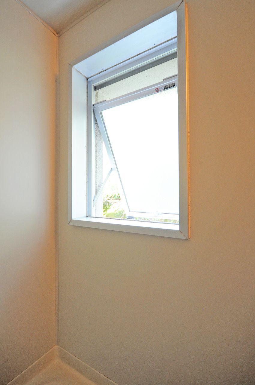 一日の疲れを癒そうと思ったとき、窓を開けることが出来れば開放的な空間を作ることができ、リラックスしてお風呂を楽しめます。