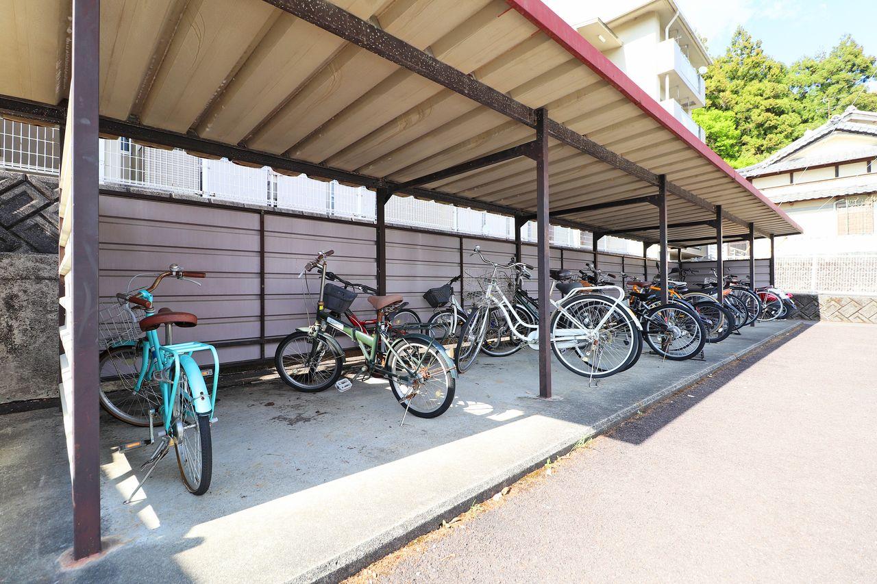 自転車も交通手段のひとつ。そんな大切な自転車を雨による錆から守ってくれます。