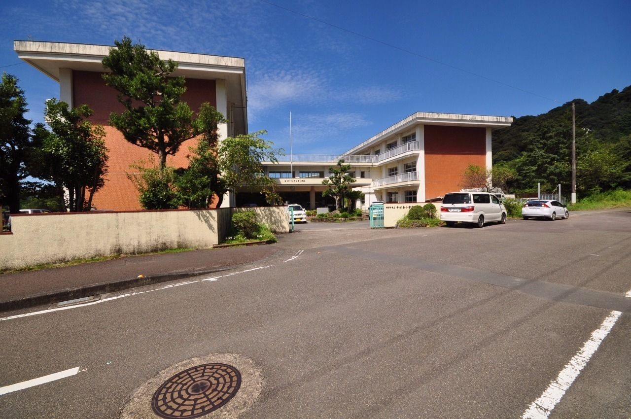 年間行事も豊富な中村南小学校まで徒歩約12分(約900m)。
