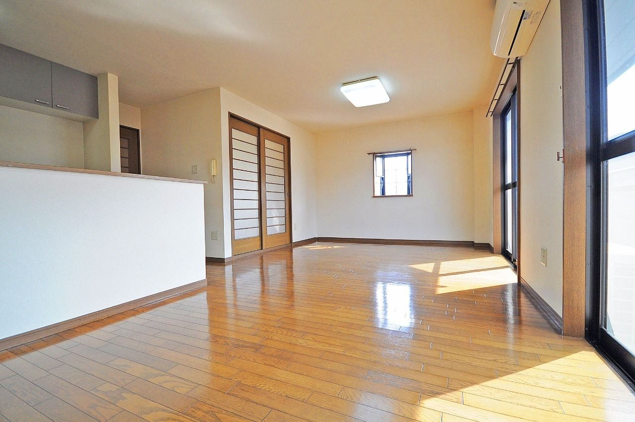 広々した14畳のLDKです。家具・家電のレイアウトの幅も広がります。