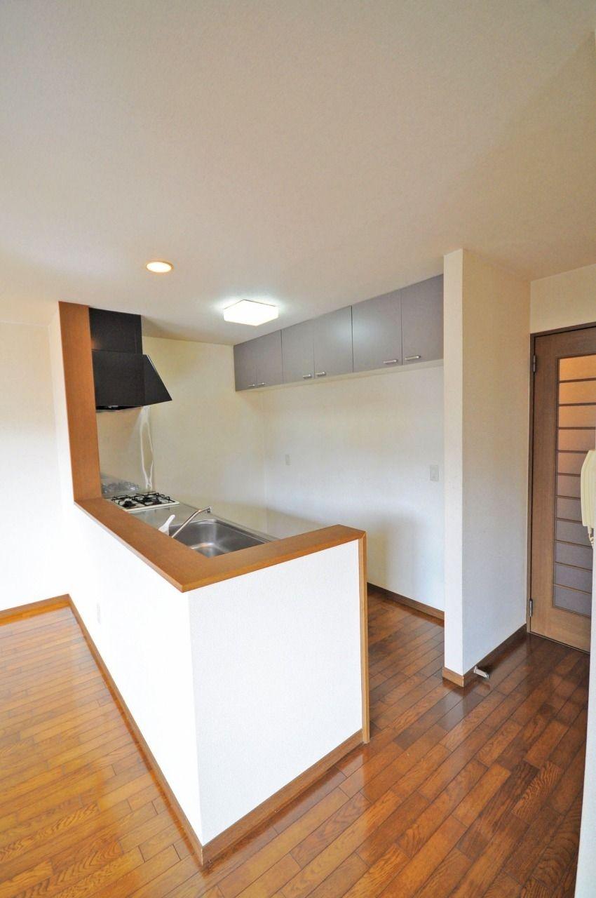 憧れのカウンターキッチンです。収納もたくさんあって、使い勝手のいい調理スペースにできます。