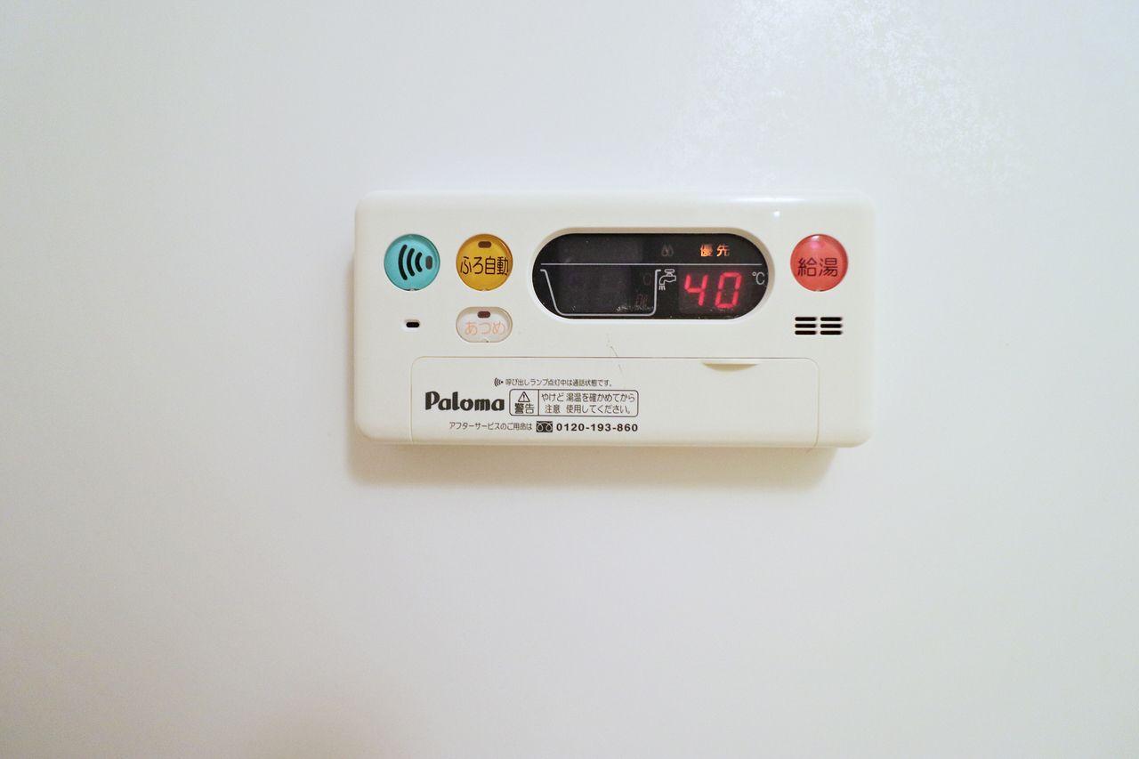 お湯の温度調整もボタン一つで行えます。お風呂に入る際も温度調整の必要がありません。