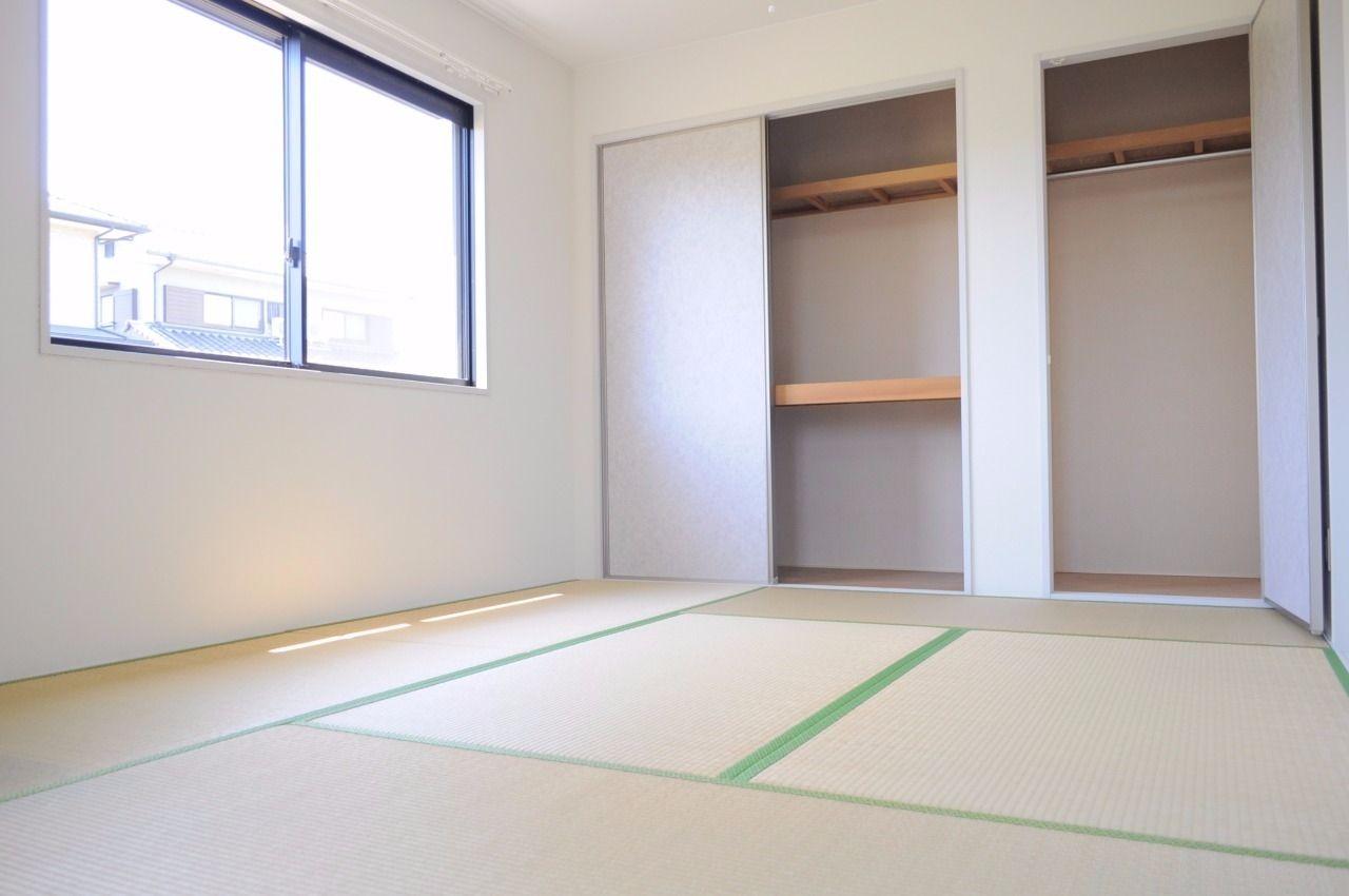 和室には押入れとクローゼットがついています。お部屋を広々使えますね!