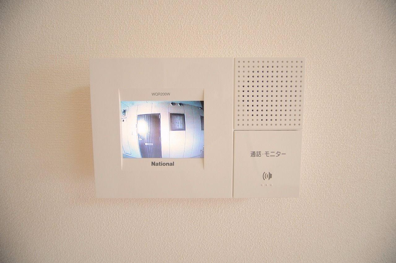 来訪者をひと目で確認できます。防犯面で役立つ人気の設備です!
