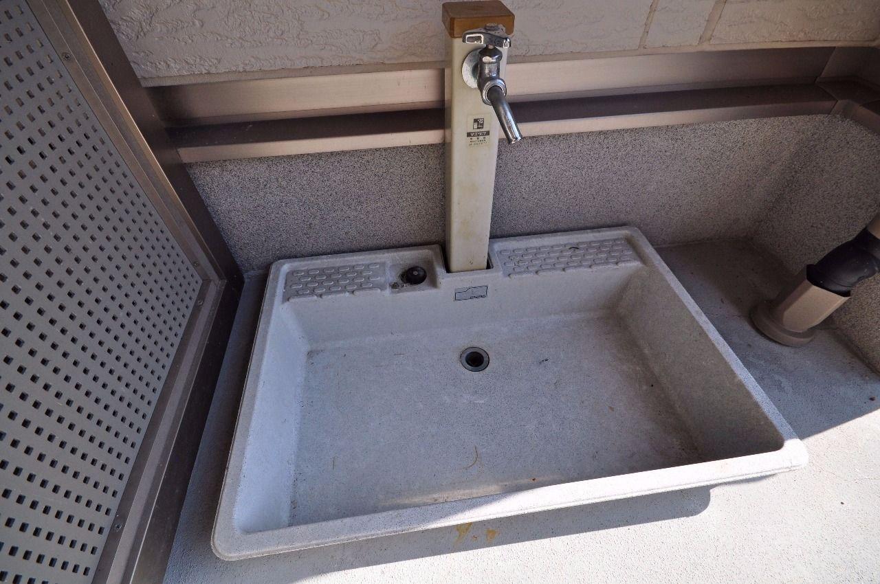 ペット専用の足洗い場があります。お散歩から帰ってきたらきれいに洗ってあげましょう。