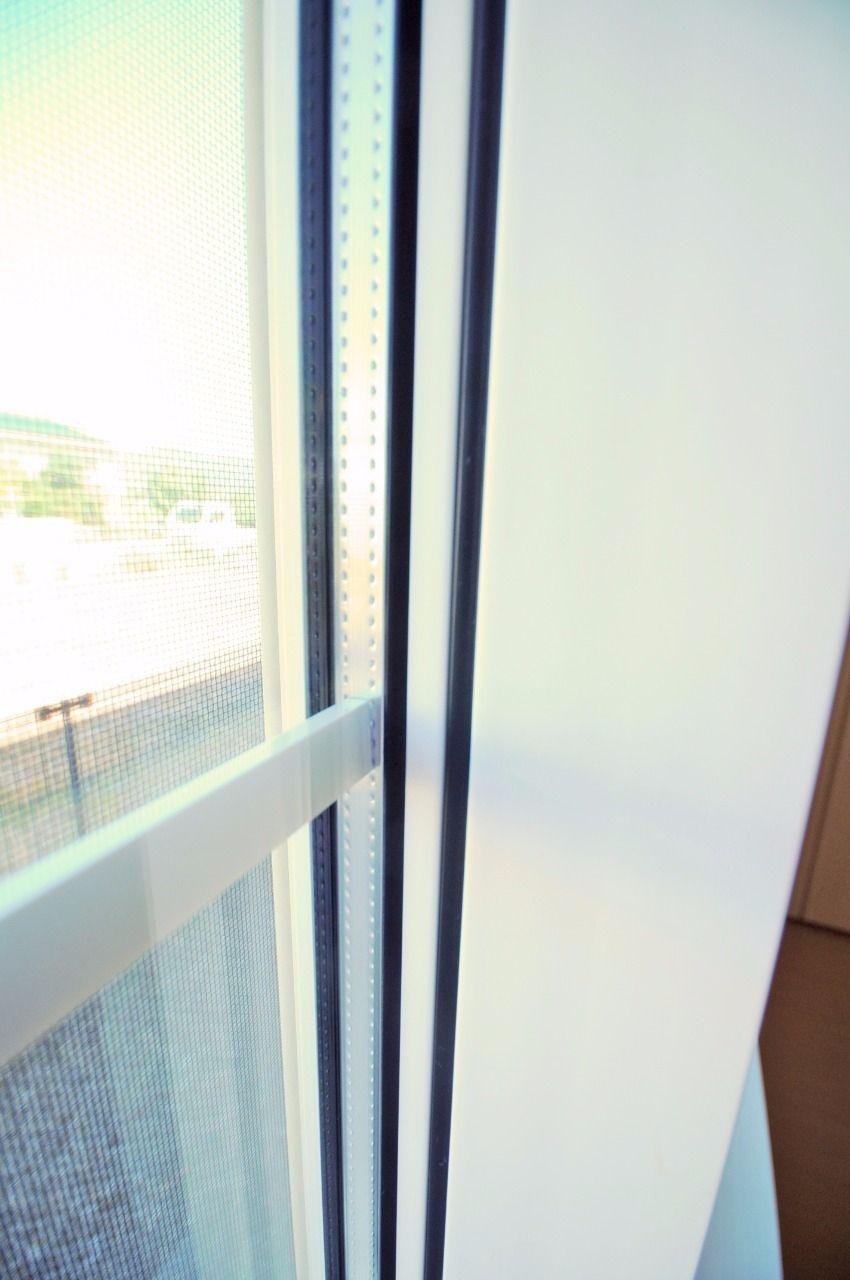 2層構造の窓ガラス。エアコンの効きを良くしてれ、電気代の節約にも一役買ってるエコな窓です。