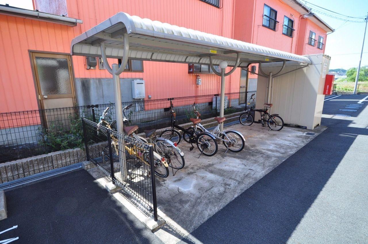 駐輪場があります!フジグランやマルナカなどのお買物施設が近場にあるので自転車を使うエコな生活もできます。