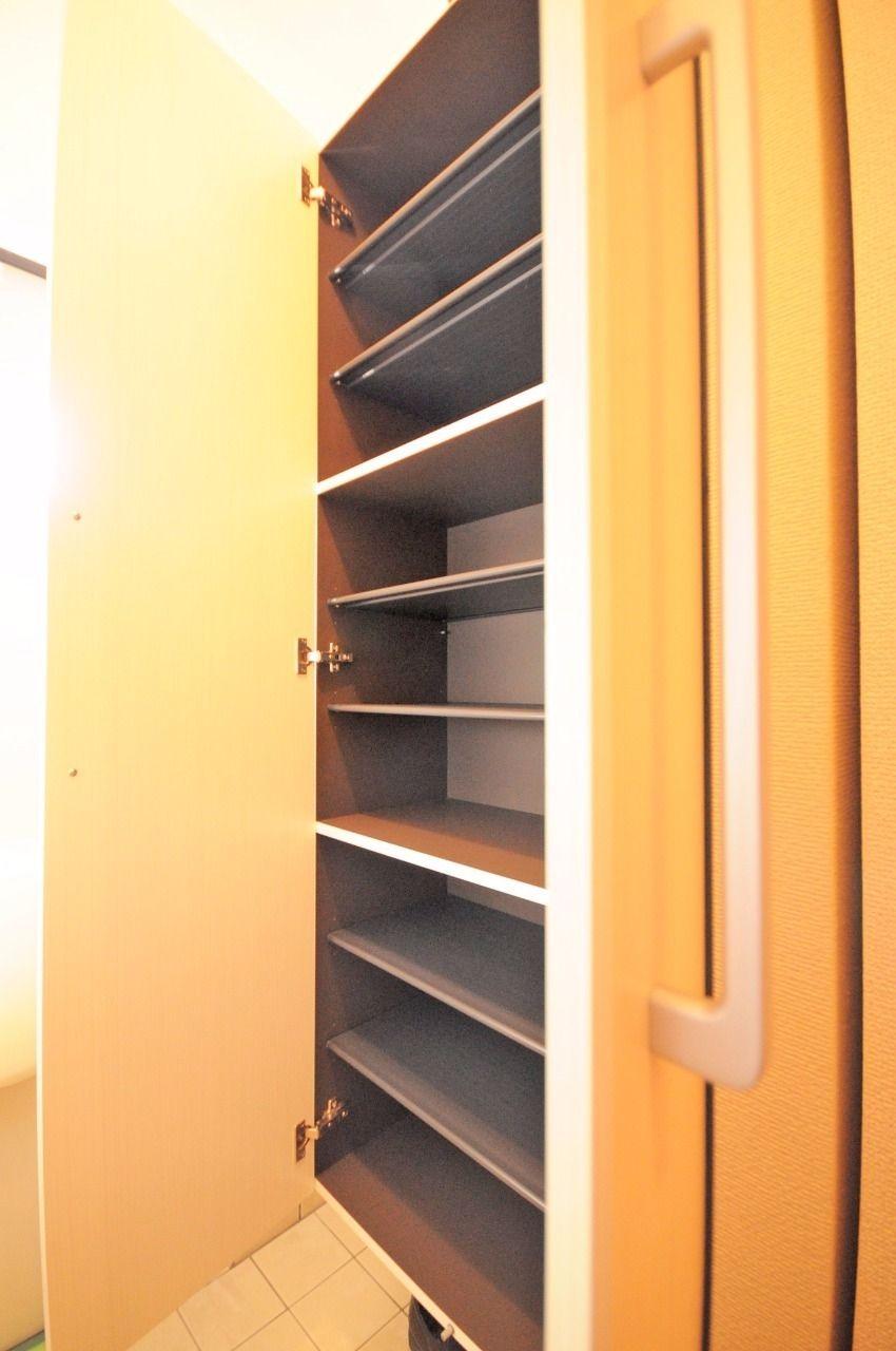 あると嬉しい設備、シューズボックス!しかもかなりの靴を収納できます。玄関のごちゃごちゃともおさらばです。