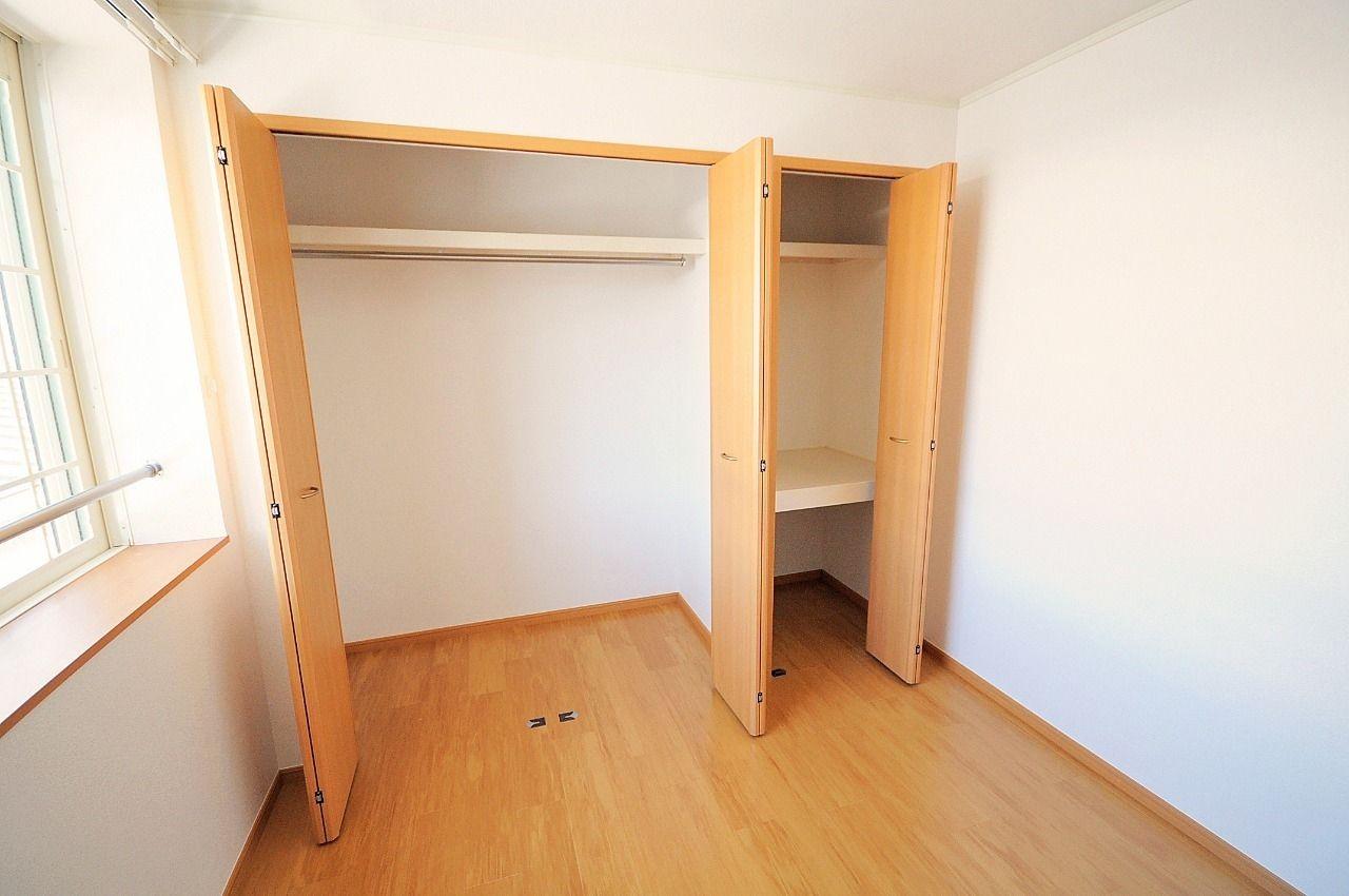 各部屋に収納があります。衣類や荷物が多くても、しっかり収納できます。