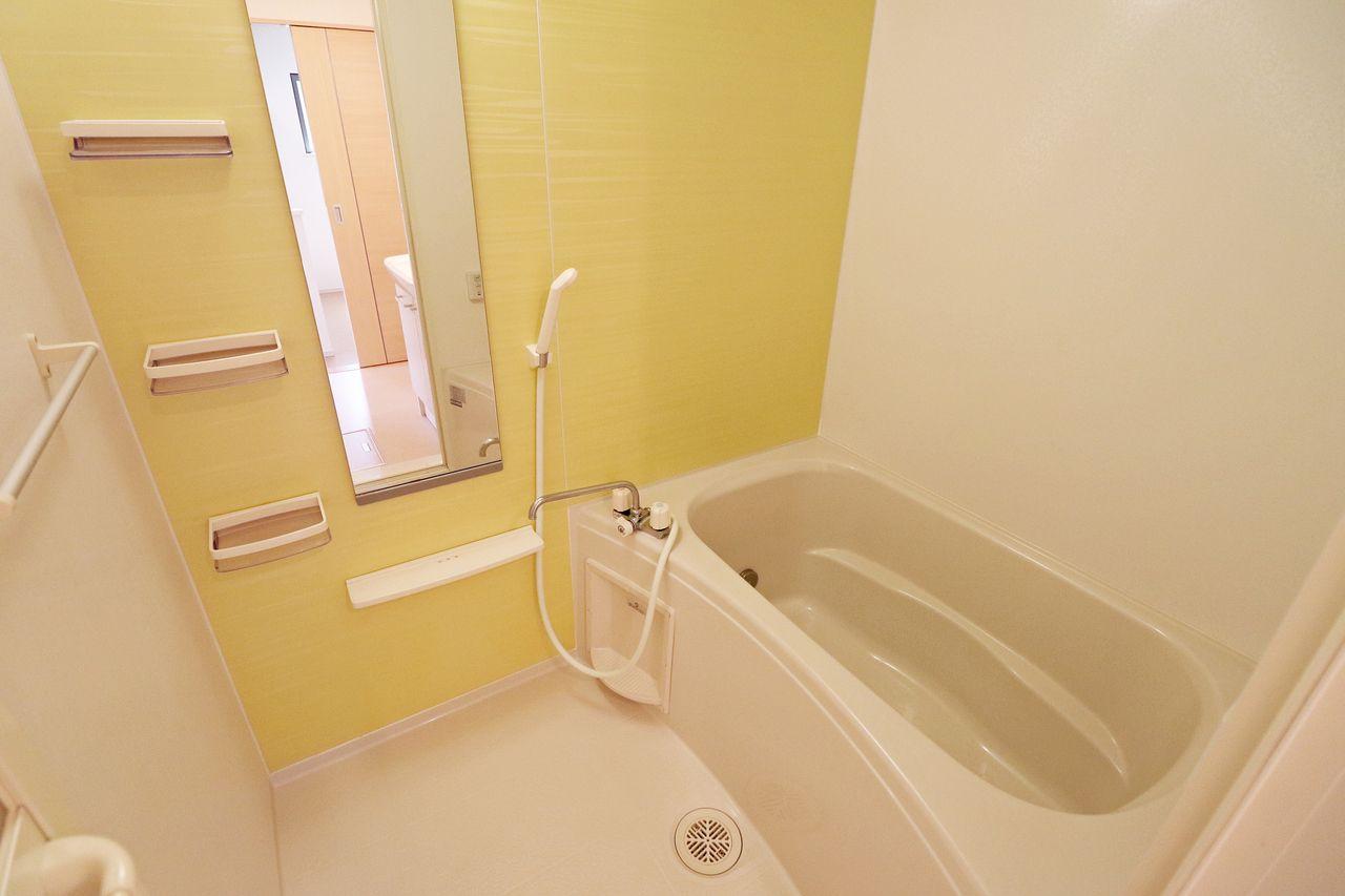浴室乾燥機と追焚機能がついた優秀なお風呂です。