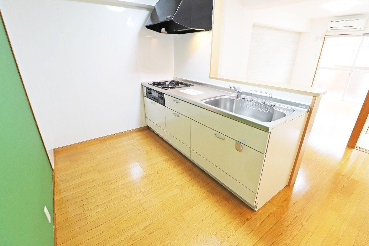 人気のカウンターキッチンです。キッチン収納もたくさんあって、使い勝手もいいです。