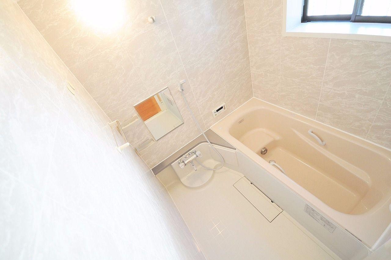 ゆっくり足を伸ばせる一坪風呂。浴室乾燥機も付いています!