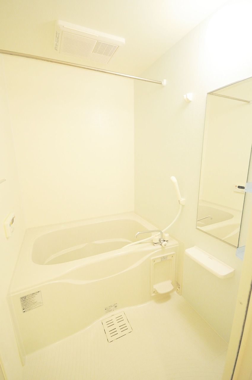 浴室乾燥暖房機と追焚機能が付いている浴室。寒い時期などは事前に浴室を温めておくのがいいです。