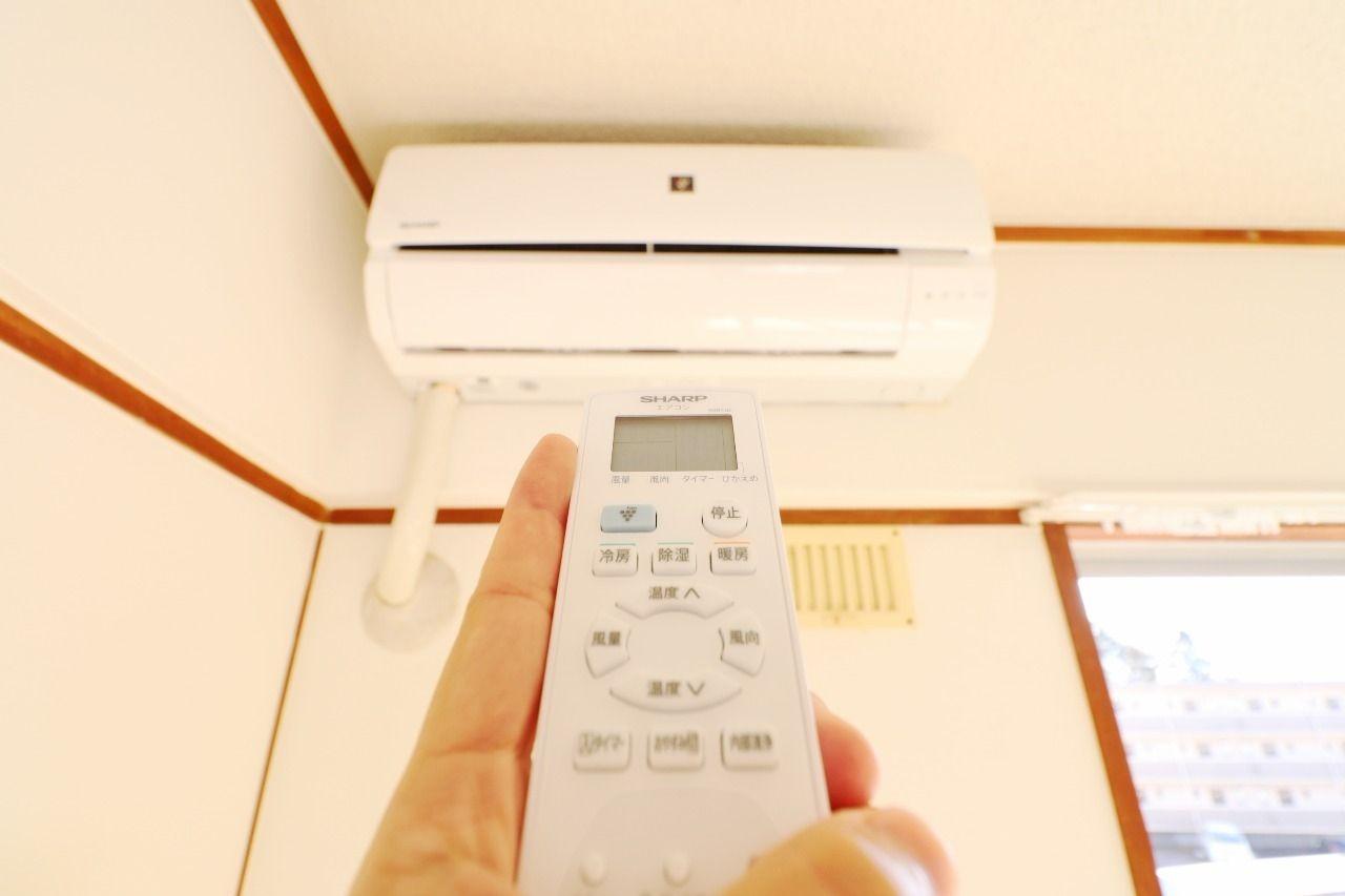 南側の和室にはエアコンが1台付いています!また、オプションでエアコンを追加することも出来ます!