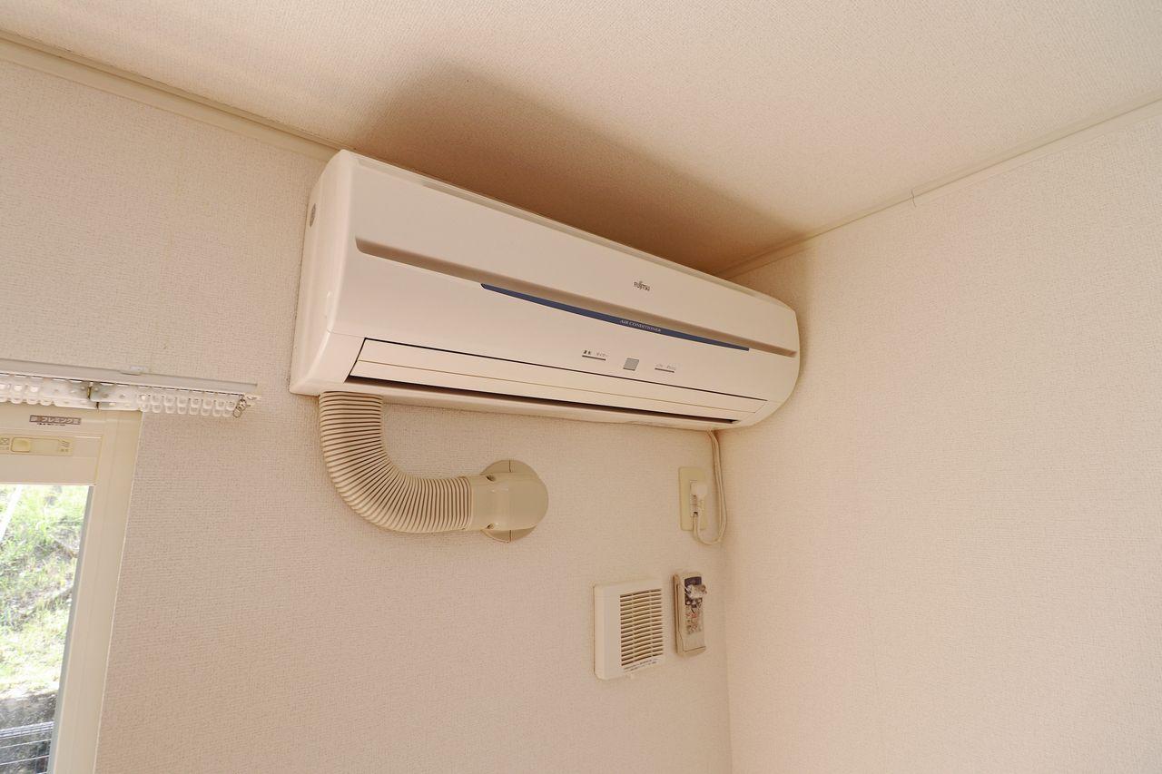 LDKにも洋室にも設置。エアコンの購入と設置の分、入居時の出費が抑えられます。