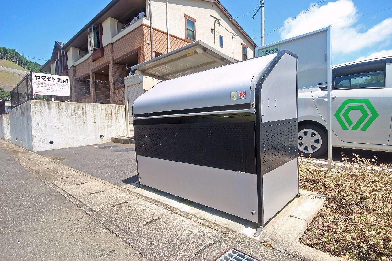 24時間ゴミ出し可能なゴミステーションがあります。四万十市指定のゴミ袋に入れてゴミ出しをお願いします。